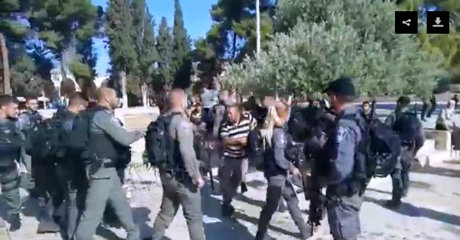 Israeli-Occupation-Forces-Attack-Dozens-of-Worshipers-in-Al-Aqsa-Mosque