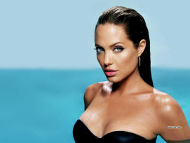 Angelina-eradicated-her-breasts