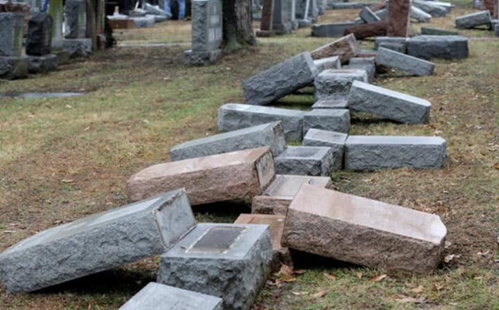 muslim-americans-raise-thousands-for-vandalised-jewish-cemetery