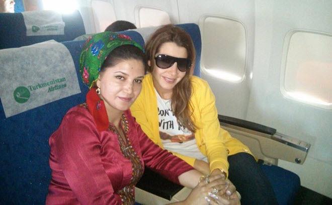 نانسي عجرم على متن طائرة الخطوط الجوية التركمانستانية